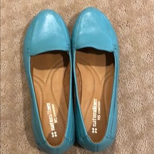 Leather turquoise flats